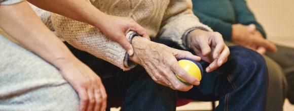 Opeisen erfenis en schenken na opname verzorgingstehuis langstlevende